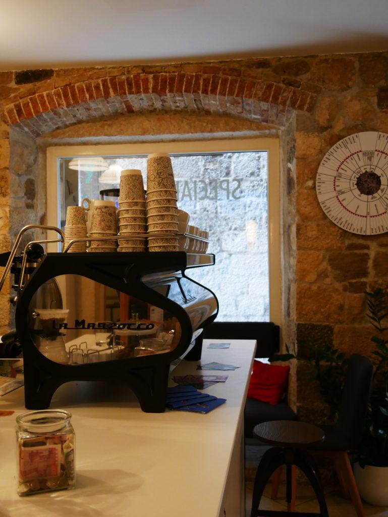 D16 coffee split